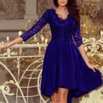 NICOLLE – dámské šaty v chrpové barvě s delším zadním dílem a krajkovým výstřihem 210-4