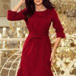 MAYA – Dámské šaty v bordó barvě s volánky a páskem 193-7