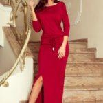 Dlouhé dámské sportovní šaty v maxi délce v bordó barvě s rozparkem 220-3