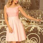FLORA – Dámské šaty v pastelově růžové barvě s kulatým výstřihem a krajkou 244-1