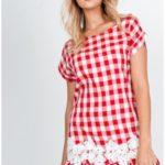 Lehké dámské kárované šaty s bílou plastickou krajkou