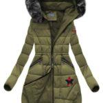 Zimní bunda v khaki barvě s kapucí (R3595)