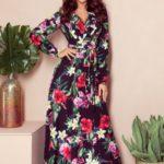 Dámské maxi šaty s volánkem, výstřihem a se vzorem červených květů 245-3