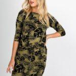 Dámské šaty v khaki barvě se vzorem listů, se šňůrkou a kapsami