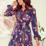 Dámské květované šaty s tmavým pozadím a volánky model 7782428