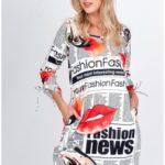 Volné dámské šaty s novinovým potiskem