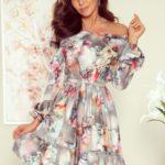 DAISY – Dámské šaty s volánky a květinovým vzorem na šedém pozadí 265-3
