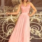 Dlouhé dámské šaty v pastelově růžové barvě bez rukávů a s vyšívaným výstřihem model 7482741