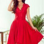 PATRICIA – Červené dámské šaty s delším zadním dílem a krajkovým výstřihem 300-2