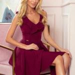 POLA – Dámské šaty ve vínové bordó barvě s volánky ve výstřihu 307-3