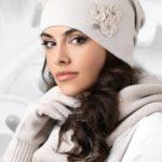 Dámská čepice model 163256 béžová – Kamea
