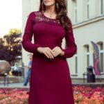 MOIRA – Trapézové dámské šaty ve vínové bordó barvě s krajkou 291-1