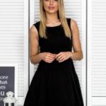 Dámské černé šaty s prolamovaným hřbetem