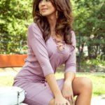 JANET – Dámské šaty v pudrově růžové barvě se šněrovaným výstřihem 230-5