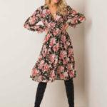 Černé a růžové šaty s květinovým potiskem