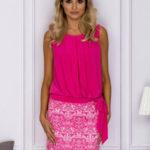 Růžové dámské šaty s ozdobným lemem