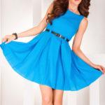 Dámské společenské šaty FOLD se sklady a páskem středně dlouhé modré – Modrá / S – Numoco