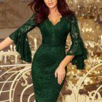Dámské krajkové šaty ve tmavě zelené barvě s rozšířenými rukávy 234-3