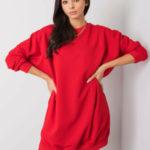 Nadměrné červené mikinové šaty