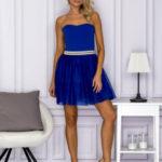 Kobaltové šaty s tylovým lemem