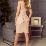 Dámské elegantní peplum šaty broskvové středně dlouhé – Broskvová / M – Numoco