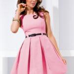 Dámské společenské šaty se sklady a páskem středně dlouhé pastelově růžové – Růžová / XL – Numoco