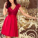 Dámská šaty v bordó barvě s dekoltem a krajkou model 7495401