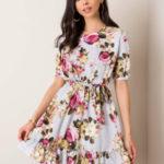 Šedé květinové šaty s volánkem