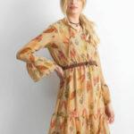 Vzorované šaty s límcem béžové
