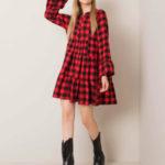 Červené a černé kostkované šaty