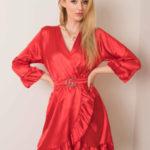 Červené šaty s volánkem