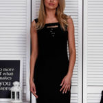 Černé dámské šaty s motivy flitrů
