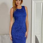 Šaty s reliéfním kobaltovým vzorem