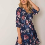OCH BELLA Tmavě modré květinové šaty