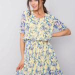 Světle žluté šaty s květinovým potiskem