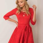 Červené rozšířené šaty z eko semiše
