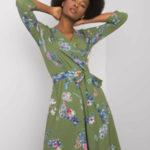 Zelené dámské šaty s květinovými vzory