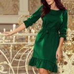 MAYA – Dámské šaty v lahvově zelené barvě s volánky a páskem 193-8