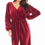 Večerní šaty model 150749 awama  Sukienka Model A406 Welur Bordo – awama
