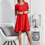 Hladké červené šaty lichoběžníkového střihu s tylovou vložkou vzadu
