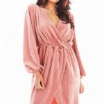 Večerní šaty model 150747 awama  Sukienka Model A406 Welur Pink – awama