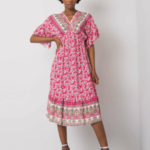Růžové šaty s potiskem