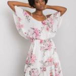 OCH BELLA Bílé květinové šaty s volánkem