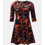 Červeno-černé vzorované šaty s průstřihy v dekoltu a motivem pírek La Lemon