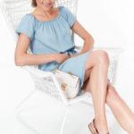 Top Secret šaty dámské jeans z lyocellu a odhalenými rameny